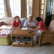 Buch lesen mit Patienten